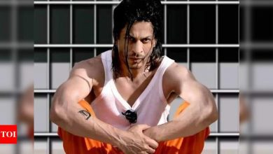Farhan Akhtar celebrates 9 years of Shah Rukh Khan-Priyanka Chopra starrer 'Don 2': The chase is still on - Times of India