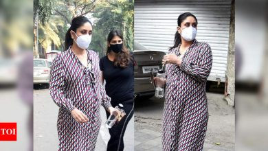 Mom-to-be Kareena Kapoor Khan keeps it casual yet stylish as she steps out in the city - Times of India