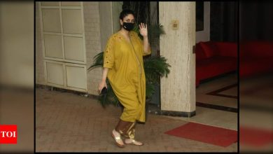 Mom-to-be Kareena Kapoor Khan makes a style statement in ethnic attire as she gets clicked in the city - Times of India