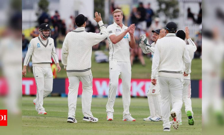 New Zealand vs Pakistan 1st Test: Kyle Jamieson strikes as Pakistan stumble in reply to New Zealand's 431 | Cricket News - Times of India