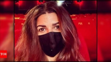 Nimrat Kaur steps out to watch Robert Pattinson and Dimple Kapadia starrer 'Tenet' in a theatre; calls her experience 'surreal' - Times of India