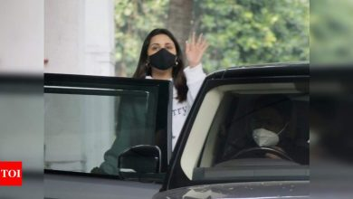 PHOTOS: Parineeti Chopra snapped in the city as she steps out for work - Times of India