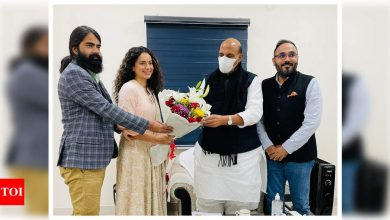 Photos: Kangana Ranaut meets Defence Minister Rajnath Singh to seek blessings for her upcoming film, 'Tejas' - Times of India
