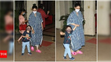 Photos: Mom-to-be Kareena Kapoor Khan keeps it stylish and comfy in a kaftaan kurta as she steps out with Taimur Ali Khan and Babita - Times of India
