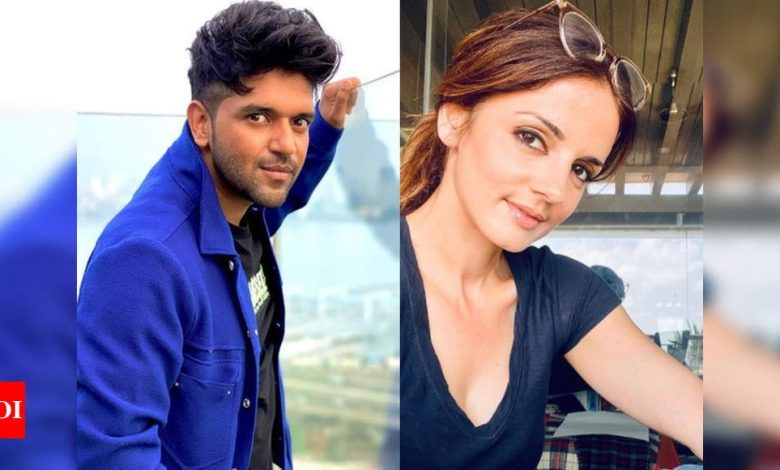 Raid at a pub, FIR against singer Randhawa, Sussanne Khan and cricketer Suresh Raina among others - Times of India