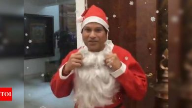 Sachin Tendulkar extends Christmas greetings to fans wearing Santa Claus attire | Off the field News - Times of India