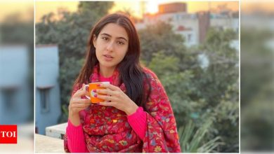 Sara Ali Khan looks gorgeous in this no-makeup photo as she enjoys a hot cup of tea on a chilly winter evening - view post - Times of India