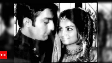 Soha Ali Khan shares an endearing picture of parents, Sharmila Tagore and Mansoor Ali Khan Pataudi on their wedding anniversary - Times of India