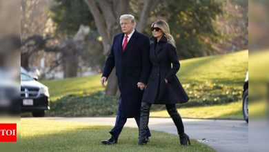 Trump golfs in Florida as Covid relief hangs in the balance - Times of India