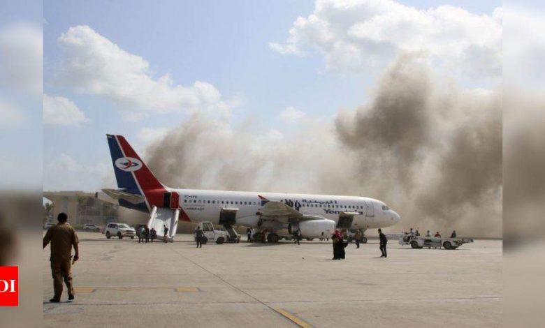 Yemen airport blasts kill 26 as government plane arrives - Times of India