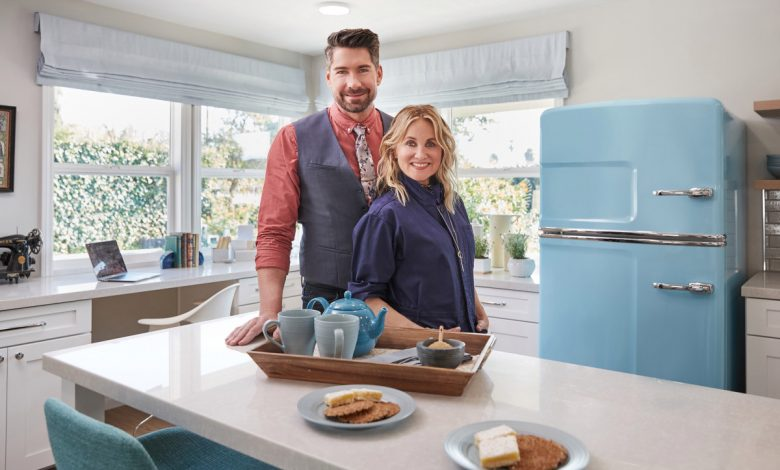 'Brady Bunch' star Maureen McCormick makes over 1950s homes in new show