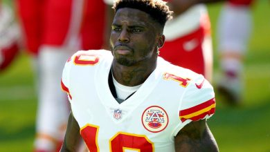 Why Tyreek Hill shoved Chiefs coach in awkward playoff moment
