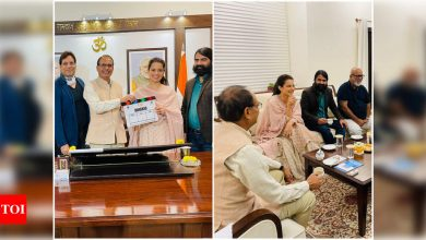 Ahead of 'Dhaakad' shoot, Kangana Ranaut meets MP Chief Minister Shivraj Singh Chouhan along with her team - Times of India