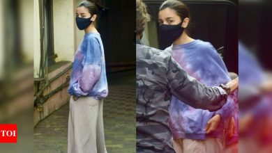 Alia Bhatt aces an oversized outfit as she gets papped at a film studio; see pictures - Times of India