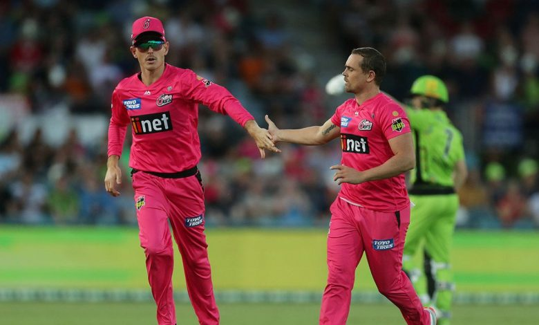 Blistering Josh Philippe keeps Sydney Sixers at top after Steve O'Keefe hauls in Sydney Thunder