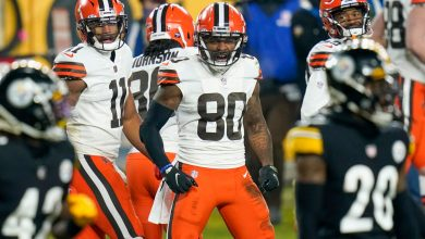 Browns ride first-quarter explosion to playoff takedown of Steelers