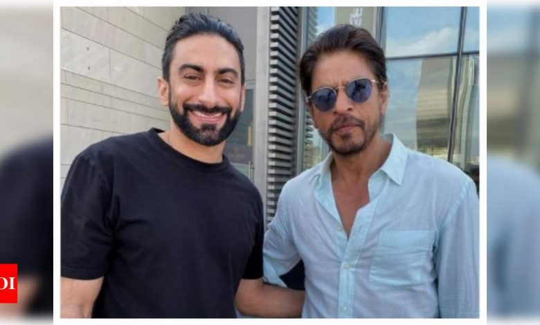 Fans go gaga over Shah Rukh Khan's new picture doing rounds on social media - Times of India