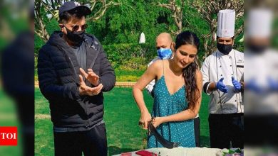 Fatima Sana Shaikh shares a glimpse of her working birthday from the film sets with Anil Kapoor; view photos - Times of India