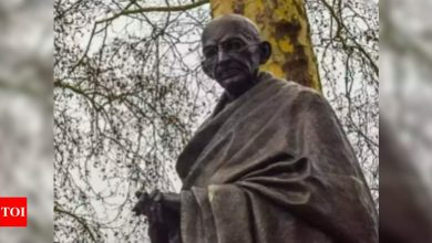 Indian-American groups strongly condemn violent toppling of Gandhi statue - Times of India