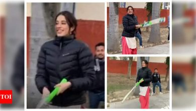 Janhvi Kapoor brushes up her cricket skills with 'Good Luck Jerry' crew as she enjoys some down-time between shoots - Times of India
