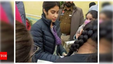 Janhvi Kapoor meets her fans on the sets of her next film 'Good Luck Jerry' in Punjab; see pic - Times of India