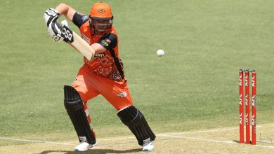 Josh Inglis and Colin Munro fire with the bat before Melbourne Renegades implode again