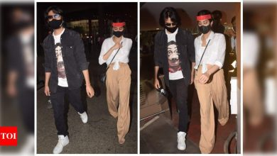 Kartik Aaryan and Janhvi Kapoor snapped at the airport as they return from their Goa vacation - view photos - Times of India
