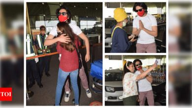 Kartik Aaryan melts hearts at the airport as he drops off sister and gets out of car to take photos with adoring fans - Times of India