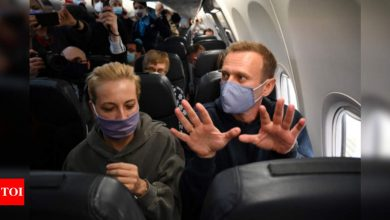 Kremlin critic Navalny takes off on plane to Russia despite arrest threat - Times of India
