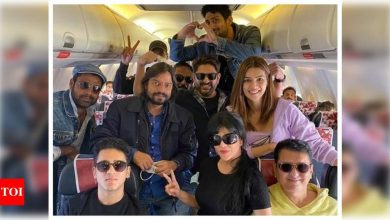 Kriti Sanon and team 'Bachchan Pandey' touchdown in Jaisalmer to commence shoot; Akshay Kumar to join later - Times of India
