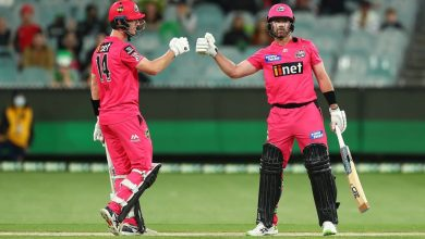 Melbourne Stars out of final as clinical Sydney Sixers finish on top of the table