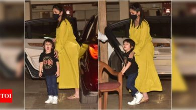 Mom-to-be Kareena Kapoor Khan gets clicked in the city with son Taimur - view photos - Times of India