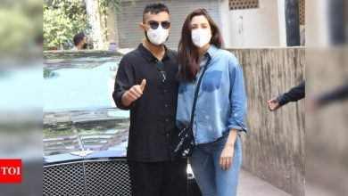 Newbie parents Virat Kohli and Anushka Sharma make their first public appearance after welcoming a baby girl! - Times of India