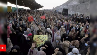 Pakistani Shiites continue sit-in over killing of 11 miners - Times of India