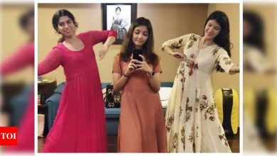 Photo: When Khushi Kapoor took kathak lessons from cousin Shanaya Kapoor - Times of India