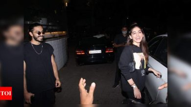 Photos: Alaya F is all smiles as she gets snapped with Aaishvary Thackeray post their dinner date in the city! - Times of India