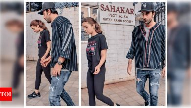 Photos: Alia Bhatt and Ranbir Kapoor gets snapped by the paparazzi as they go out and about in the city - Times of India