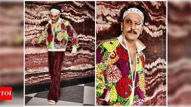 Ranveer Singh shares a series of pictures from his latest photoshoot showing off his 'Guldasta Flex' - Times of India