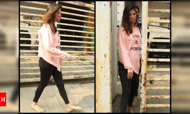 Rhea Chakraborty and brother Showik spotted house hunting in Mumbai - Times of India ►