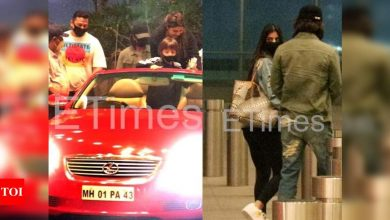 Shah Rukh Khan arrives in a convertible car to see off his daughter Suhana Khan at the airport - Times of India