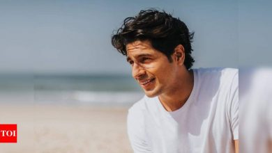 Sidharth Malhotra pens a thank you note for his fans for sending birthday wishes; says 'feeling emotional and grateful' - Times of India