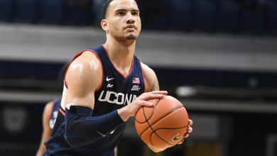 Strategy for betting on college basketball futures