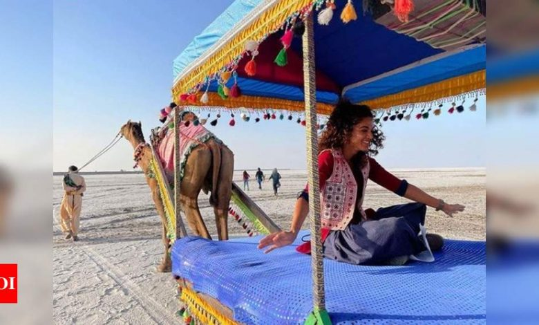 Taapsee Pannu 'hitch-hikes' on last day of shoot for 'Rashmi Rocket' - Times of India