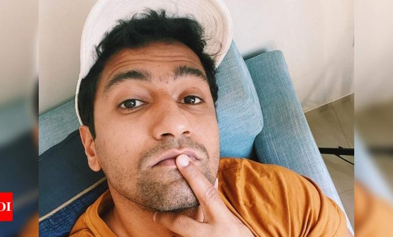 Vicky Kaushal wows the Internet with his uber-cool selfie - Times of India