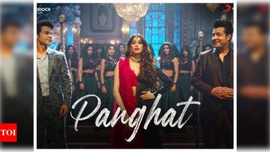 'Roohi' first song 'Panghat': Janhvi Kapoor casts a spell on Rajkummar Rao and Varun Sharma in this peppy dance number - Times of India