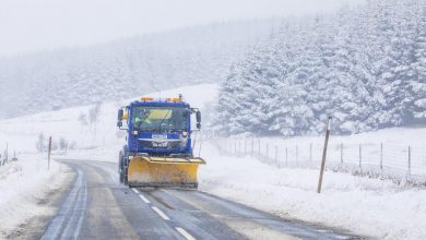 Scotland's weather:Drivers rescuedafter20 vehicles arestranded in two-metre snow drifts