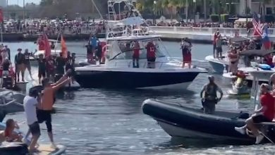 Cameron Brate on grabbing Tom Brady's Lombardi Trophy boat heave : 'Best catch of my life'