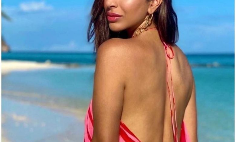 Sophie Choudry's hot beach holidays!
