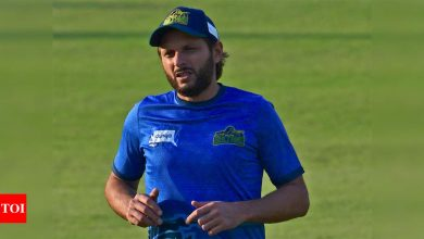 Afridi expresses displeasure after umpire refuses to take cap   Cricket News - Times of India