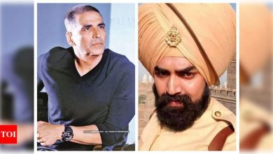 """Akshay Kumar mourns the loss of his 'Kesari' co-star Sandeep Nahar, says he remembers him as """"A smiling young man passionate for food"""" - Times of India"""
